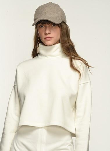 NGSTYLE NGKAW21SW0007 Dik Yaka Şardonlu Sweatshirt Beyaz